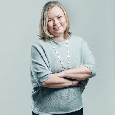 Kuvassa Merja Galler, Kumuran projektitoiminnan kehittämisen asiantuntija.